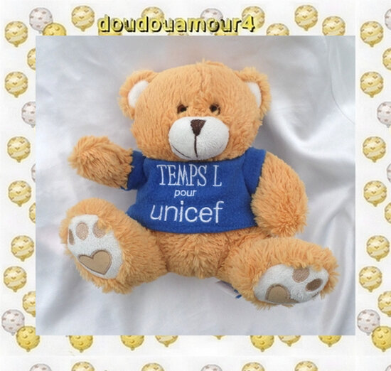 Doudou Peluche Ours Assis Beige Orangé Et Blanc T-Shirt Bleu TEMPS L POUR L'UNICEF