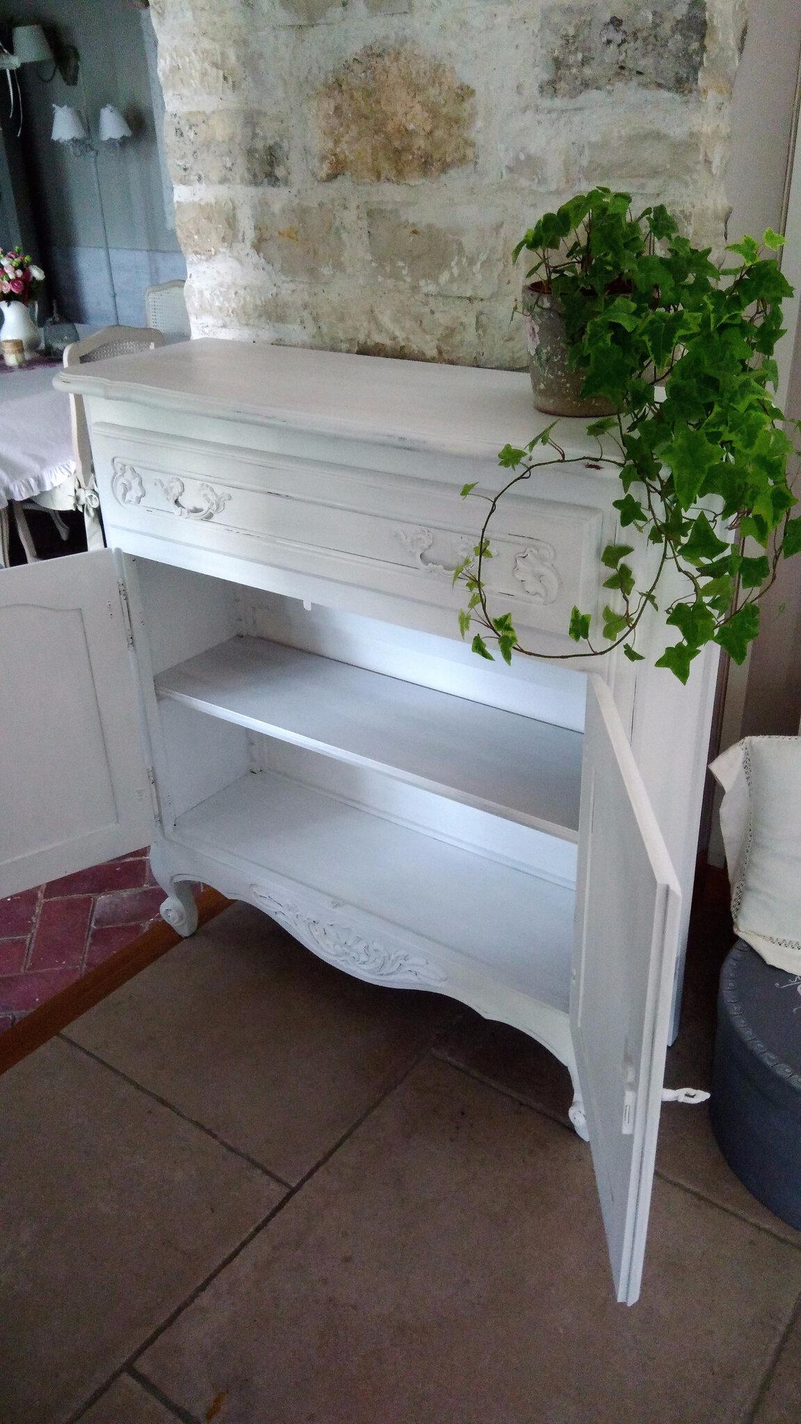 Intérieur du meuble patiné blanc poudré