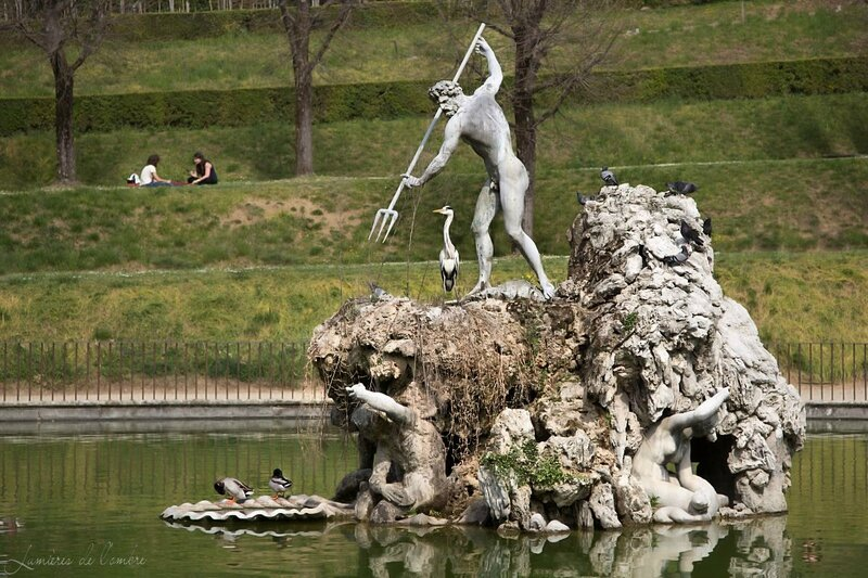 w_Florence statue canards_20150414_6461