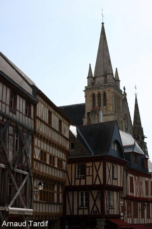 002126 Larmor-Baden - La Ville de Vannes - Autour de la Cathédrale St Pierre