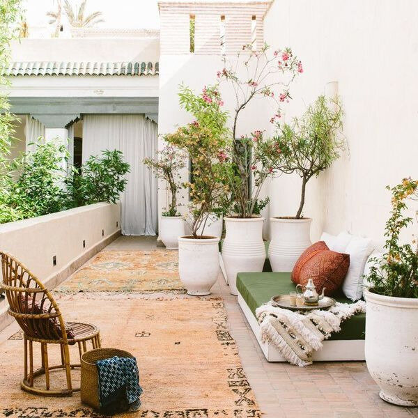 les-tapis-kilim-donnent-du-style-a-la-terrasse_6106315