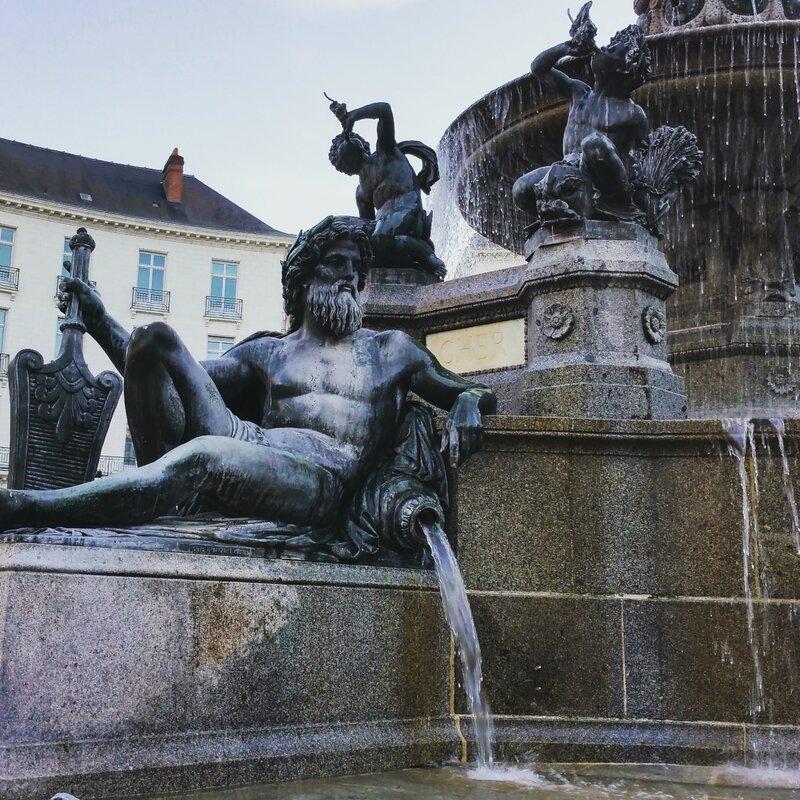 Nantes-place-royale-bonnie-parker-créations