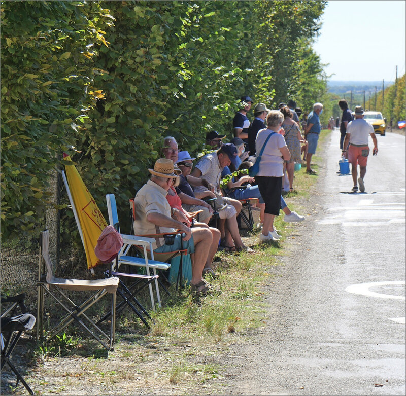 Tour de France 79 65 090920 ym spectateurs assis