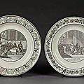 Creil. deux assiettes en faïence noir et blanc, grand format, décor imprimé.