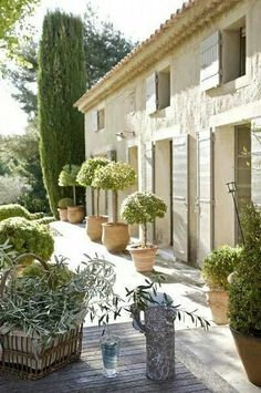 11949e13f5f5fd77496c009e1dc20695--french-country-house-country-life