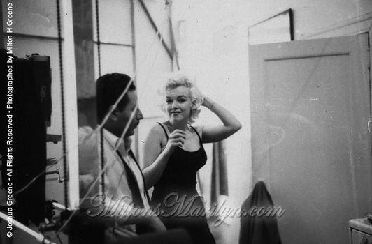 1955-01-28-NY-Lexington_avenue-030-3-marilyn_monroe_EM_40
