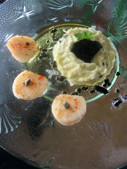 Salade tiède de saint-jacques, mousse de poireaux, vinaigrette de truffes (La cuisine de Mercotte)