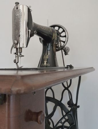 Antique_Singer_Sewing_Machine