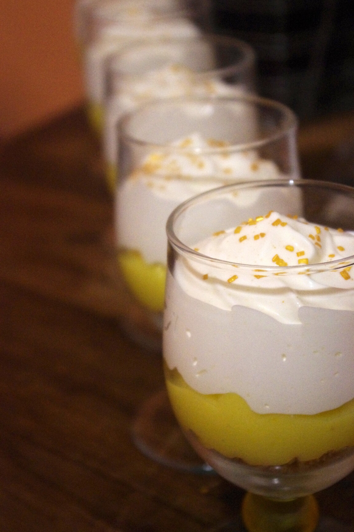 Verrines comme une tarte au citron. Lemon curd, palets bretons & chantilly maison.
