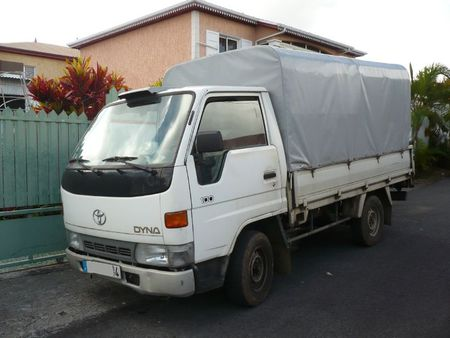 TOYOTA Dyna 100 Le Tampon (1)