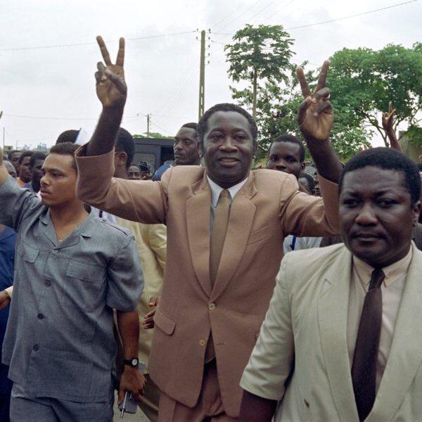 Le Président Laurent Gbagbo : le serpent n'est pas encore mort. Ne laissez pas tomber vos bâtons.