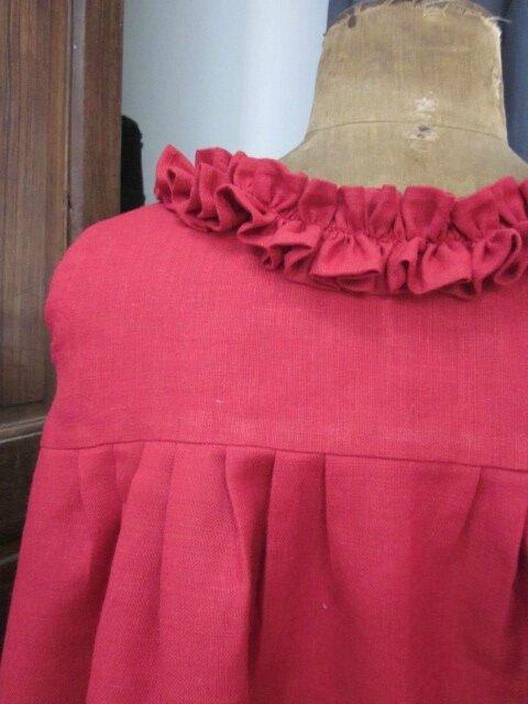 Robe BRUNE en lin rouge - jupe plissée devant et dos (9)