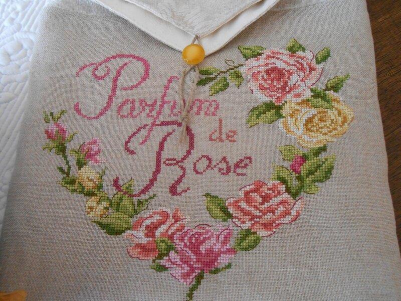 pochette Parfum de rose 2