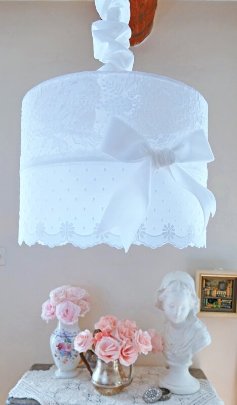 Suspension Shabby Chic En Dentelle Perle De Lumieres Creation D
