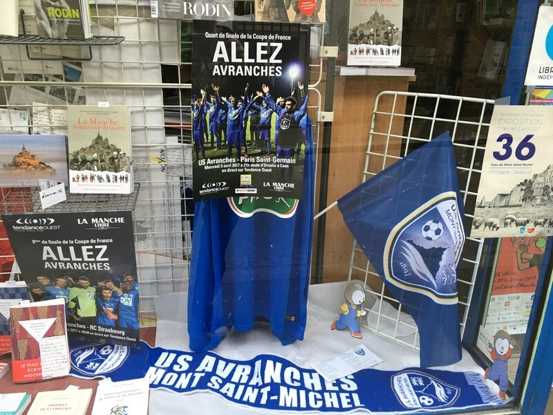 Coupe de France football Avranches 2017 commerce vitrine