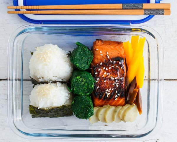 281pg00_cook_go_rectangulardish_insituation_teriyaki_salmon_bento_boxhd