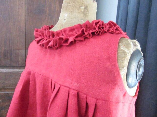 Robe BRUNE en lin rouge - jupe plissée devant et dos (1)