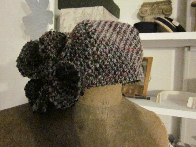 Chapeau AGATHE en lainage chiné gris et rose avec fleur (2)
