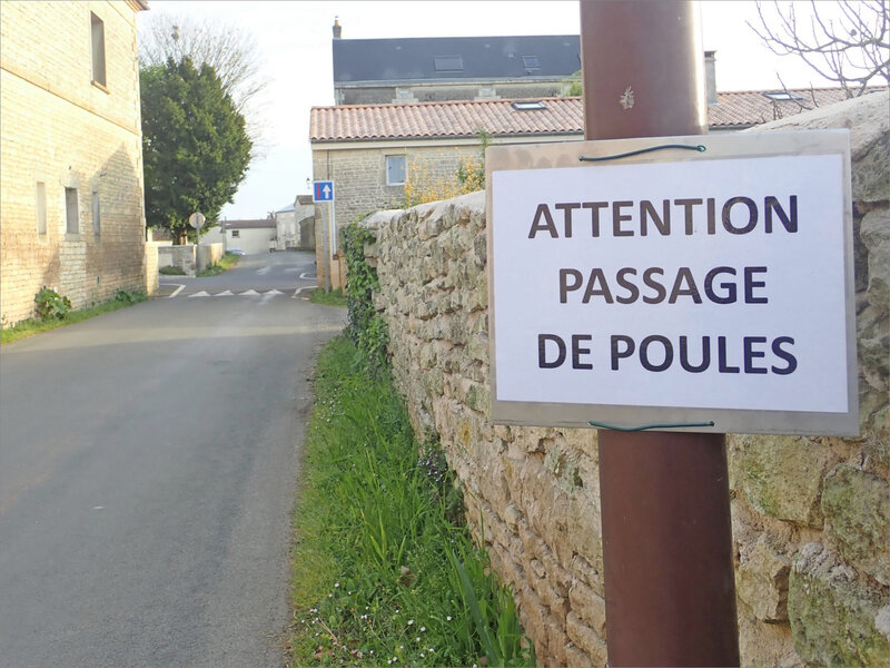 Villiers panonceau attention poules 170419 1