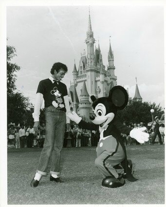 Michael-and-Mickey-Mouse-michael-jackson-24254840-341-425