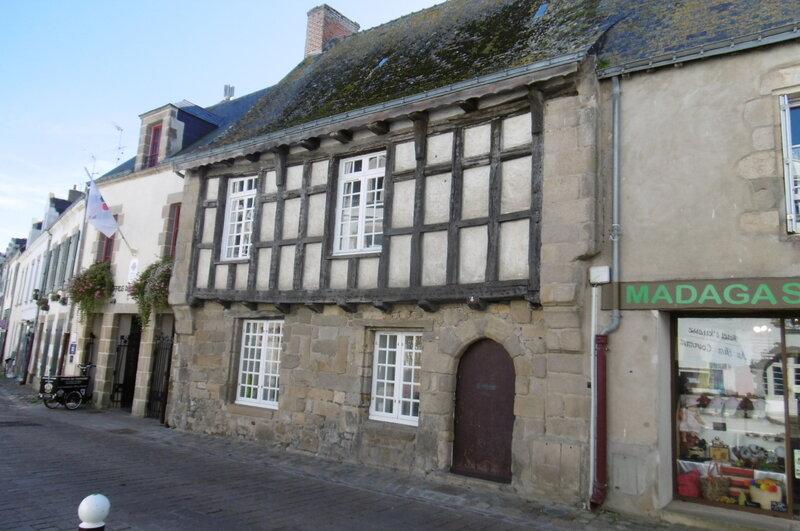 Une_rue_du_centre_ville_Le_Croisic