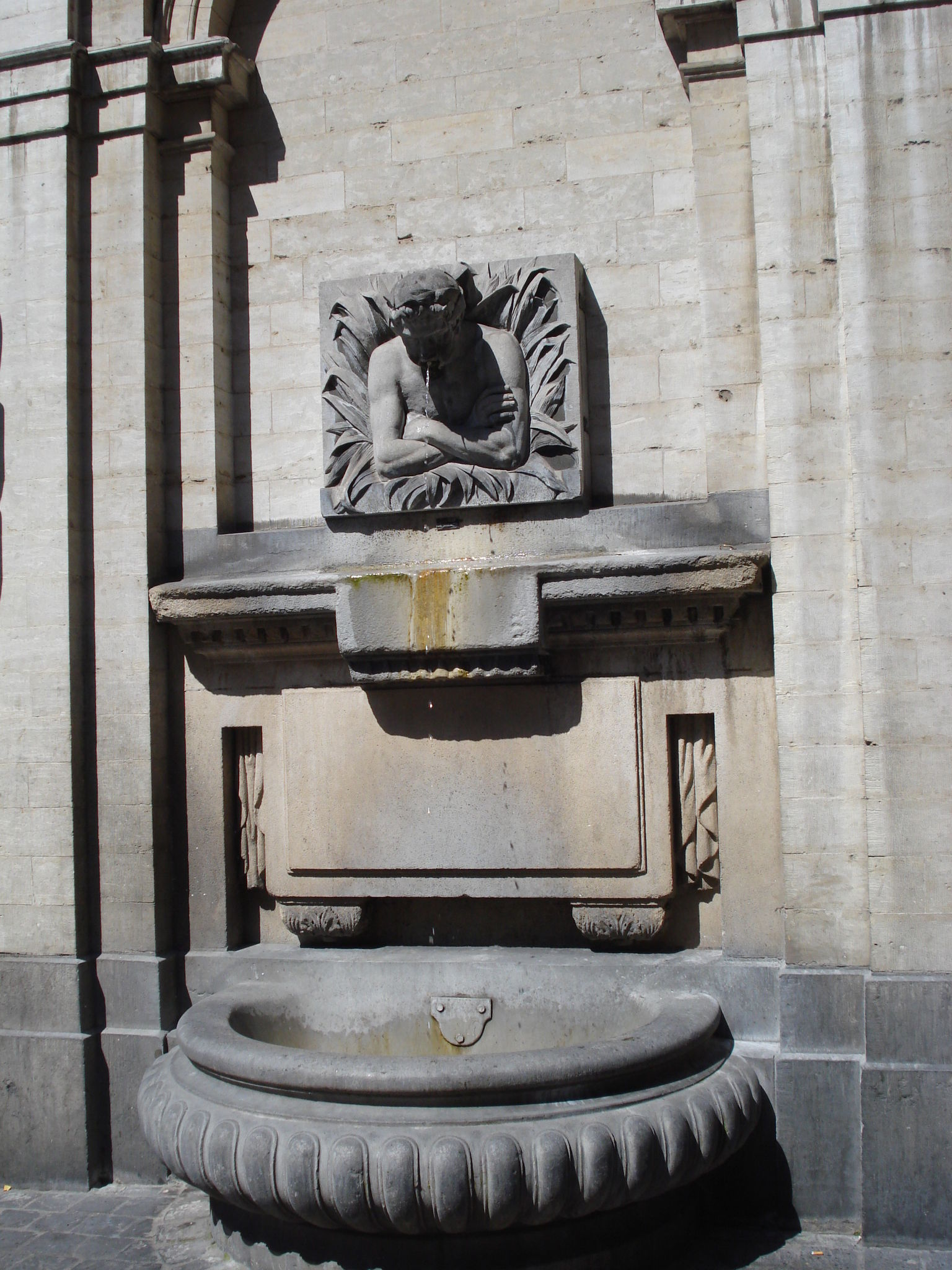 le cracheur, point d'eau rue du midi