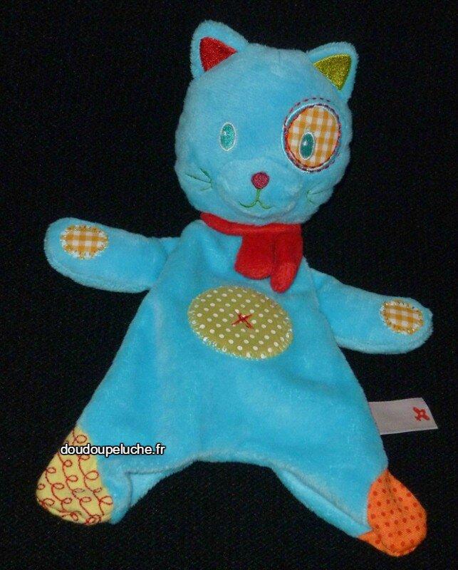 Doudou peluche chat plat bleu Nicotoy, avec son écharpe rouge