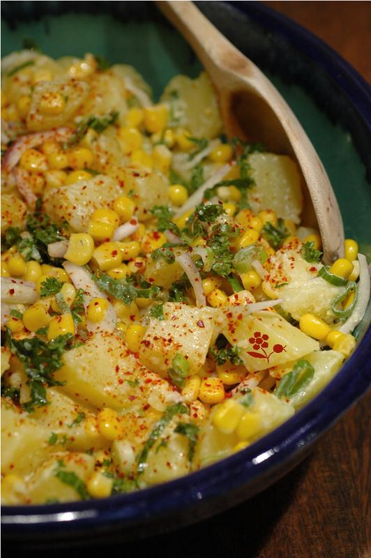 Salade pomme de terre, maïs, chou kale, piment d'Espelette