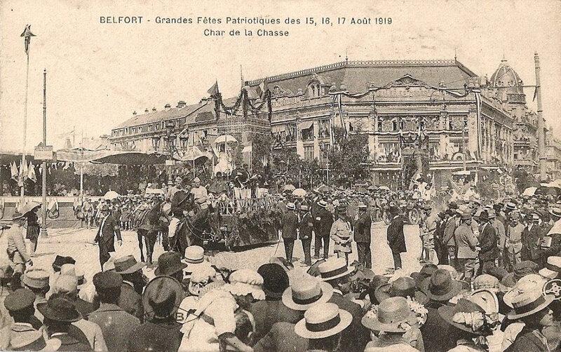 556 1919 08 15 Belfort CPA Fêtes patriotiques Place Corbis Char de la Chasse