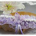 Jarretière de mariée en dentelle papillon mauve blanc