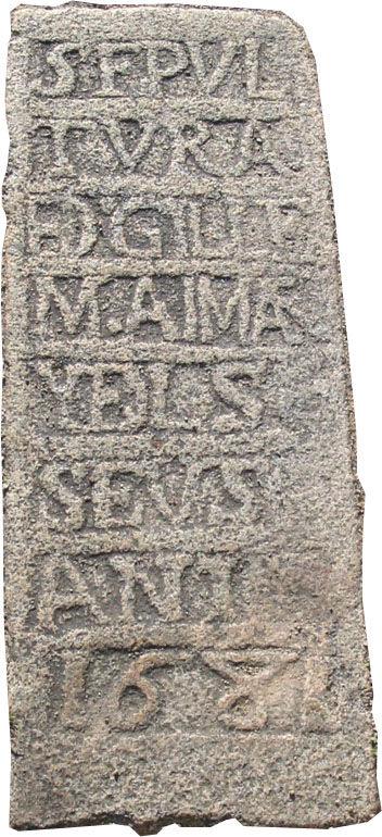 Pierre tombale du parvis de l'église de DORRES