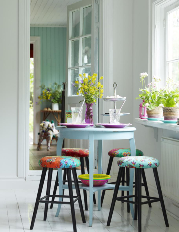 beautiful-table-and-chairs
