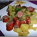 Ragoût de pommes de terre avec des saucisses fumées
