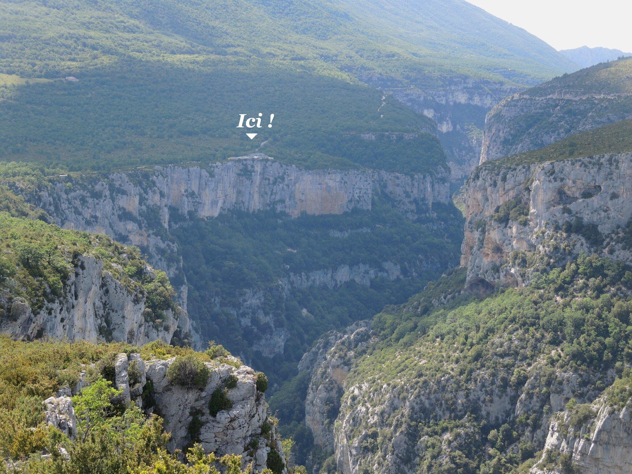 Gorges du Verdon, route des crêtes, le Fayet, vue sur le resto (83) A