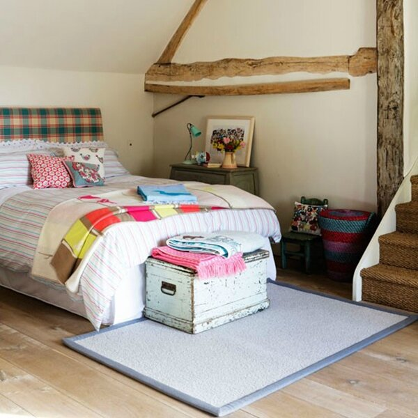 Bedroom-with-checked-headboard--Country-Homes-and-Interiors--Housetohome_co_uk