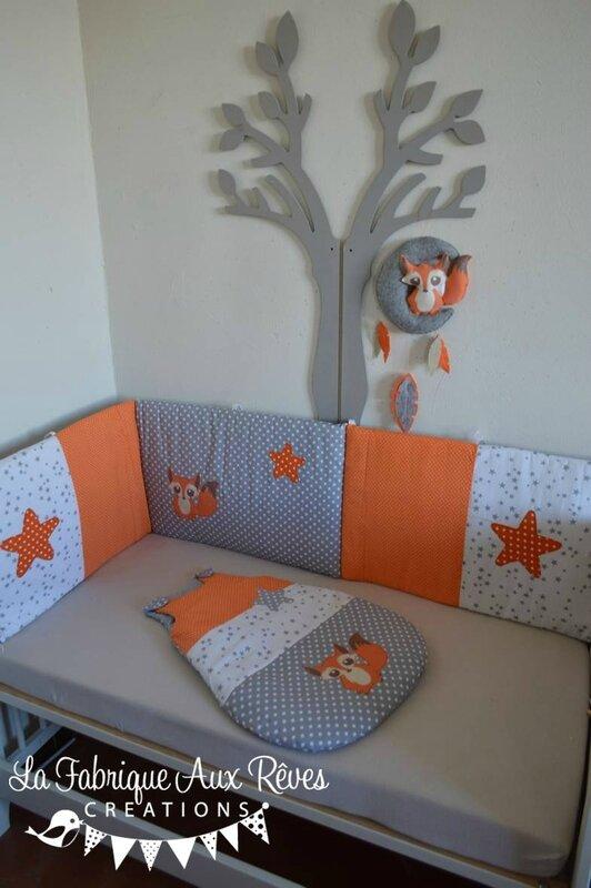linge lit bébé orange gris blanc renard étoiles tour lit gigoteuse mobile renard plumes
