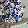 Un bouquet de mariée en bleu et gris