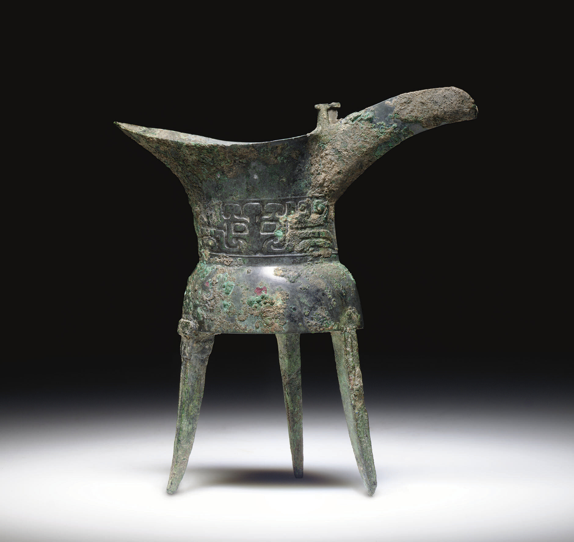 An early bronze tripod ritual wine vessel, jue, Early Shang dynasty, Erligang phase, 16th century BC