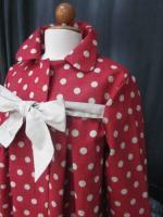 Manteau AGLAE en lin rouge à pois ficelle fermé par un noeud de lin brut (7)