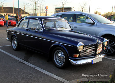 Volvo_s_rie_120_coach_2_portes__1956_1970__Rencard_du_Burger_King_avril_2011__01