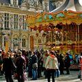 Ambiance festive sur la place de l'Hôtel de Ville.