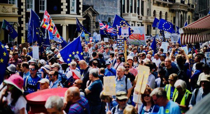 source : https://london.frenchmorning.com/2018/10/15/nouvelle-grande-marche-dans-londres-pour-demander-un-second-referendum-sur-le-brexit/
