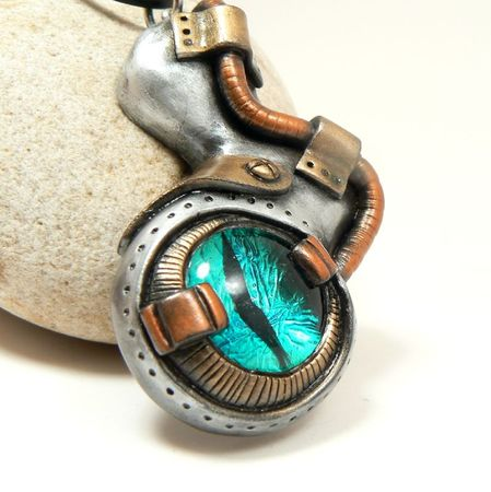 Faux mechanical steampunk eye