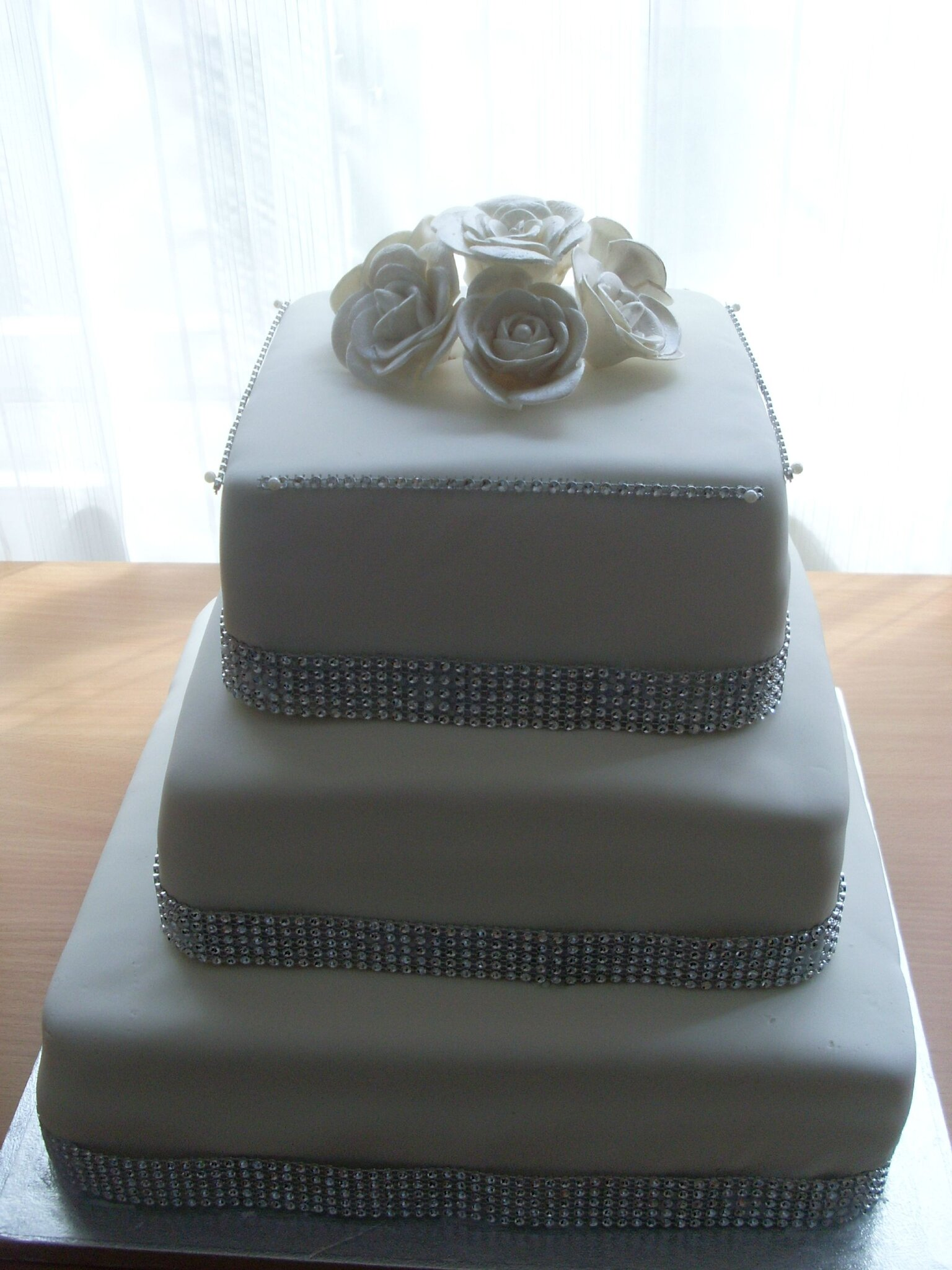 Wedding Cake Carre A Strass Julia S Wedding Cakes Www