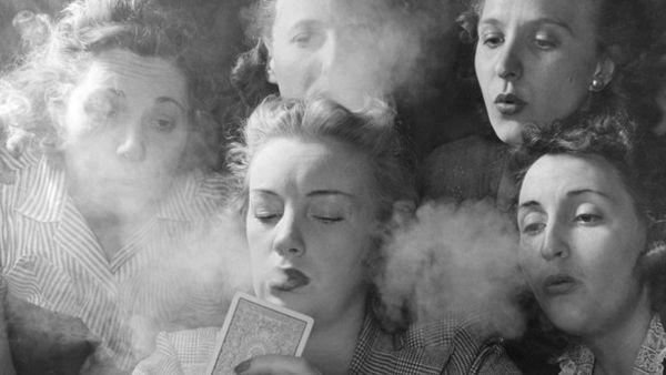 MULLERES FUME
