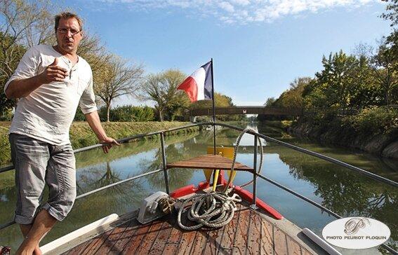 Croisiere_LIBERTY_SHIP_avec_Philiippe_le_capitaine_sur_le_canal_entre_Montbartier_et_Montech
