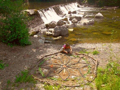 au bord de la cascade on mandala yurtao