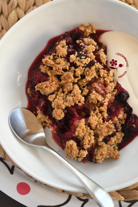 Crumble prune rouge, cassis, groseille_2