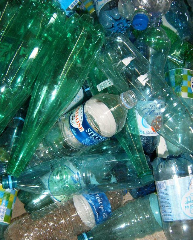 Bouteilles en plastique Pet Accumulation Ghislaine Letourneur - Déchets plastiques à recycler Waste plastic