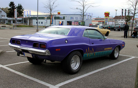 Dodge_challenger__Rencard_du_Burger_King__02